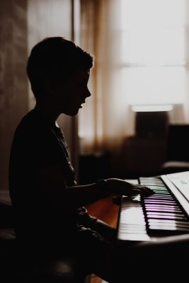 child playing piano- describe progress instead of what is wrong