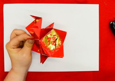 Step 10 of creating a red packet lantern